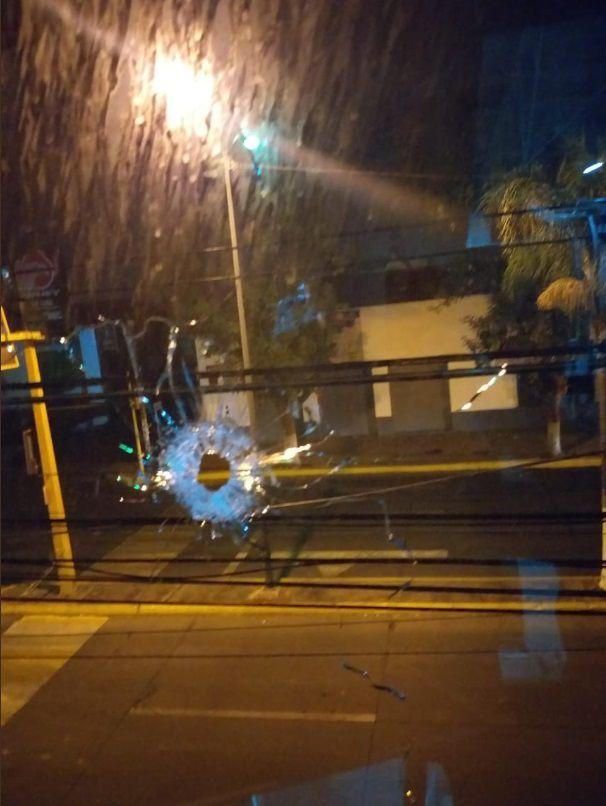 Un comando de al menos 15 camioneta irrumpió violentamente en Zamora (Foto: Twitter)