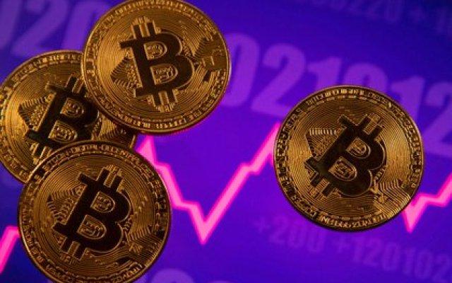 Bitcoin es imposible de regular, asegura Maslatón (REUTERS/Dado Ruvic/Illustration/File Photo)
