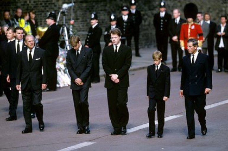 Princes Harry and William at Lady Di's wake in 1997 (Shutterstock)