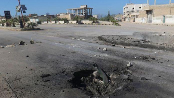 Uno de los cráteres dejados por las bombas lanzadas por el régimen y que fueron analizados en búsqueda de rastros de armas químicas (Reuters)