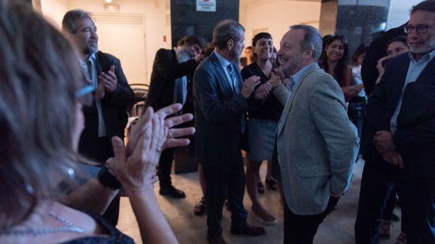 Sabbatella sale aplaudido de Comodoro Py luego de escuchar el veredicto. Fue condenado e inhabilitado para ejercer cargos públicos (Adrián Escandar)