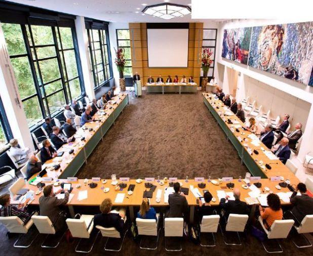 Una reunión del Consejo Económico Social o Modelo Pólder que funciona en Holanda para resolver conflictos