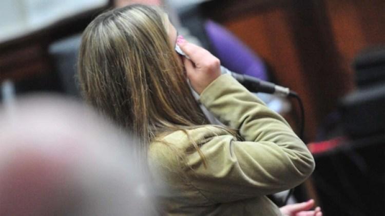 En más de una ocasión, la joven se quebró y lloró durante la audiencia (Ricardo Santellan)