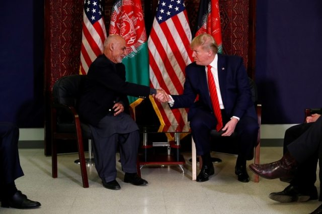 Trump se reunió con el presidente Ashraf Ghani en Afganistán (REUTERS/Tom Brenner)