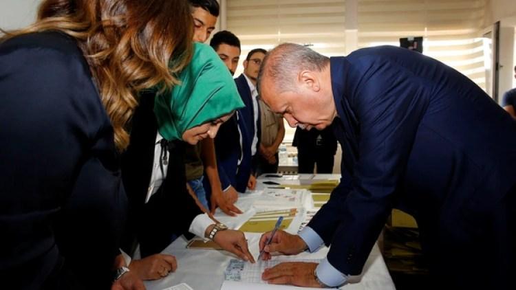 Erdoganvotando(Reuters)