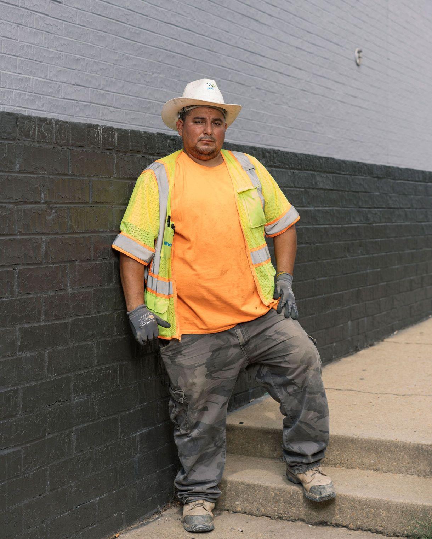 Lorenzo Flores, un trabajador de la construcción, podría ser deportado después de que el gobierno de Trump decidió eliminar la posibilidad de que los salvadoreños tuvieran el Estatus de Protección Temporal (Justin T. Gellerson para The New York Times)