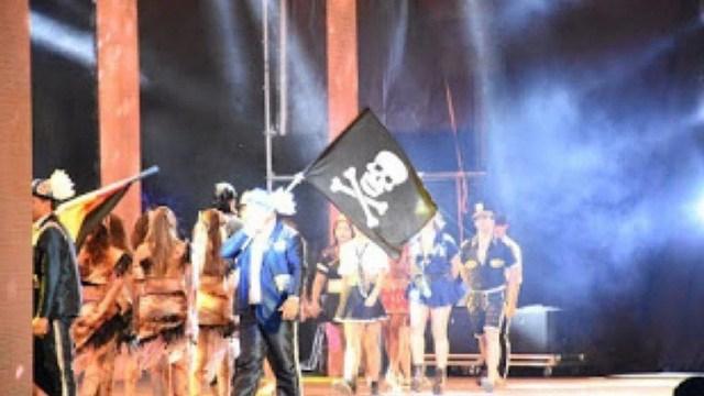 La comparsa aceptó la sugerencia de los ex combatientes y ahora desfila con banderas de pirata (@ctesconectada)