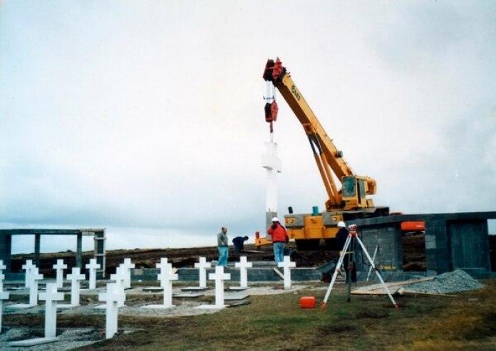 La reforma del cementerio de Darwin en 2004. De los costos de esta nueva construcción se hizo cargo el empresario Eduardo Eurnekian
