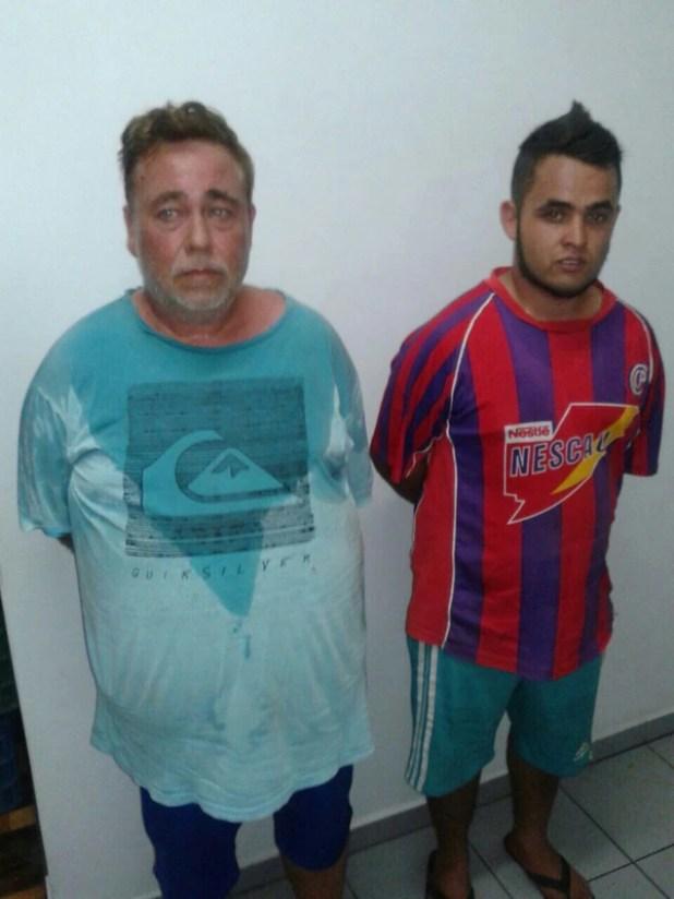 """Dos de los detenidos. El hombre de remera turquesa sería el """"Brujo"""""""