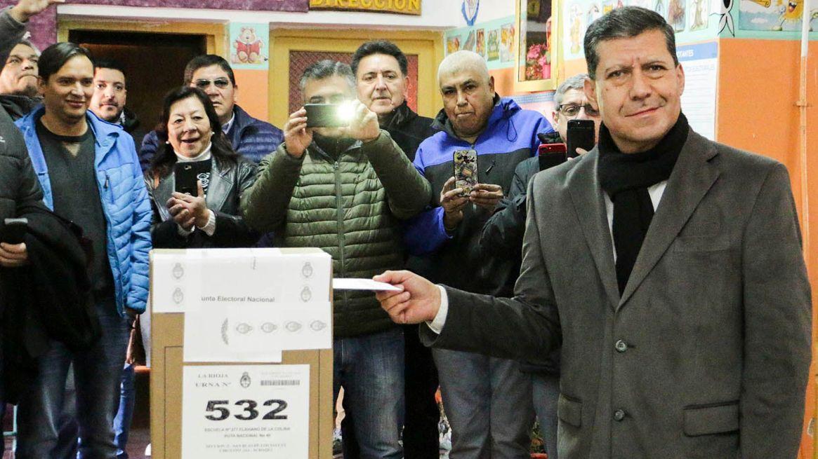 Sergio Casas intentó ir por la re-reelección a través de un plebiscito, pero la Corte suspendió la consulta (Télam)