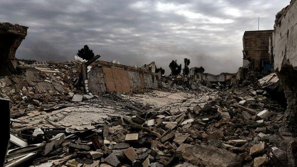 Escenas de destrucción que dejó el enfrentamiento entre las fuerzas iraquíes y el ISIS. (AFP)