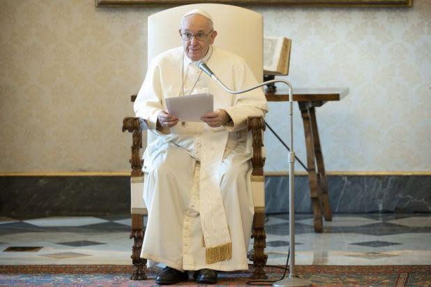 FOTO DE ARCHIVO: El papa Francisco celebra la audiencia general semanal en la Biblioteca del Palacio Apostólico en el Vaticano, el 10 de junio de 2020 (REUTERS)