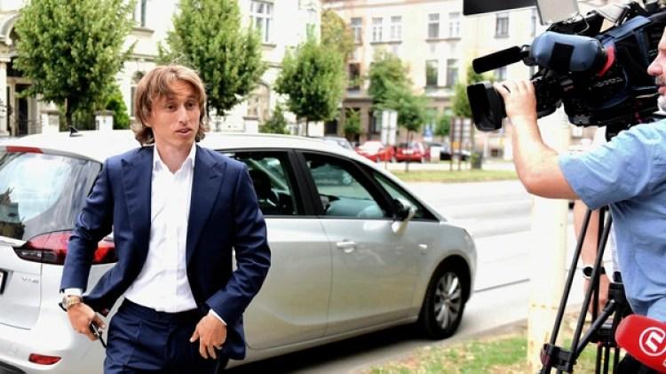 Luka Modric ha quedado en medio de una guerra entre el Inter y el Real Madrid(AFP)