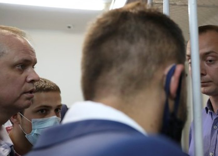 Ivan Pavlov with journalist Ivan Safronov, arrested on suspicion of treason, in a hearing in Moscow, Russia, on July 7, 2020. Photo taken on July 7, 2020. REUTERS / Evgenia Novozhenina