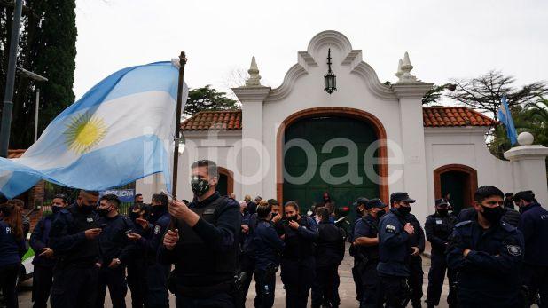 protestas-de-policias-frente-a-la-quinta-de-olivos