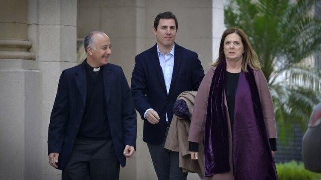 Los diputados Carmen Polledo y Ezequiel Fernández Langan, el año pasado, en la sede de la Conferencia Episcopal (Gustavo Gavotti)