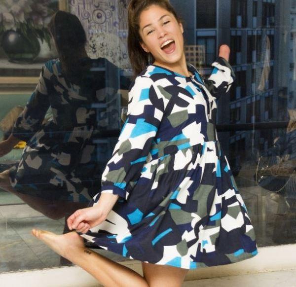 Campaña de la firma con la deportista paraolímpica luciendo un vestido desmontable