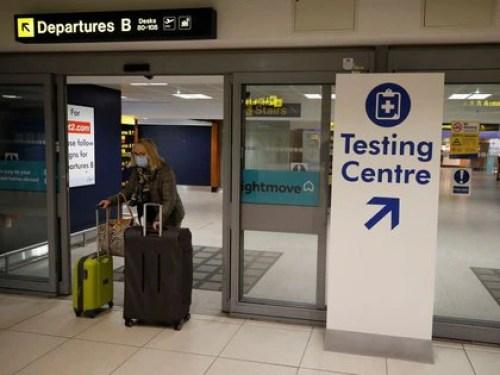 Los pasaportes Covid-19 se plantearon para evitar las pruebas en aeropuertos y disminuir las cuarentenas al arribar a los países (Foto: REUTERS/Phil Noble/Archivo).