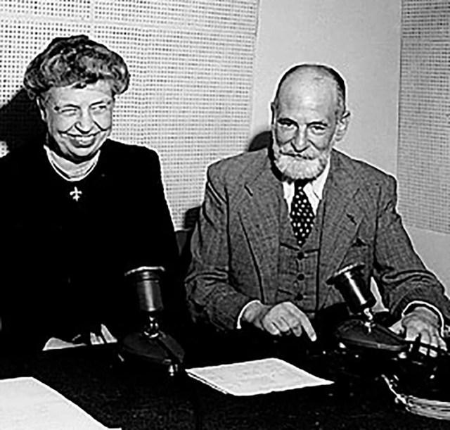 La ex primera dama estadounidense Eleanor Roosevelt y el jurista francés René Cassin