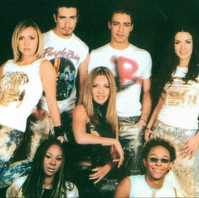 Lidia, Óscar, M'balia, Érika, Mariana y Ari decidieron alejarse de la productora que los acompañó durante toda su vida, Julissa, y formar un nuevo concepto llamado OV7. (Foto: Facebook)