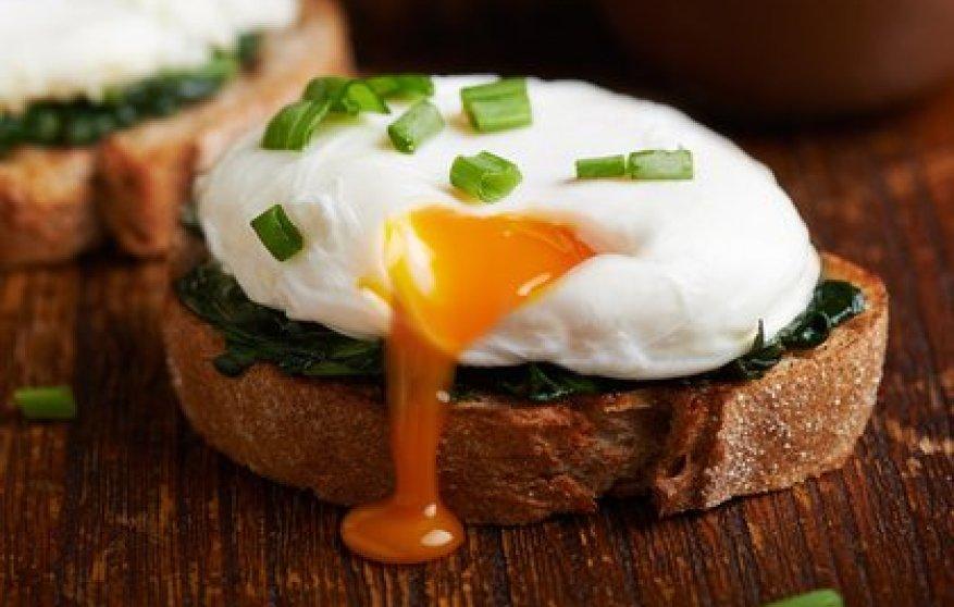 Яичный желток содержит витамин D (Shutterstock)