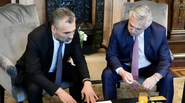 El titular de la Anses, Alejandro Vanoli, y el presidente Alberto Fernández