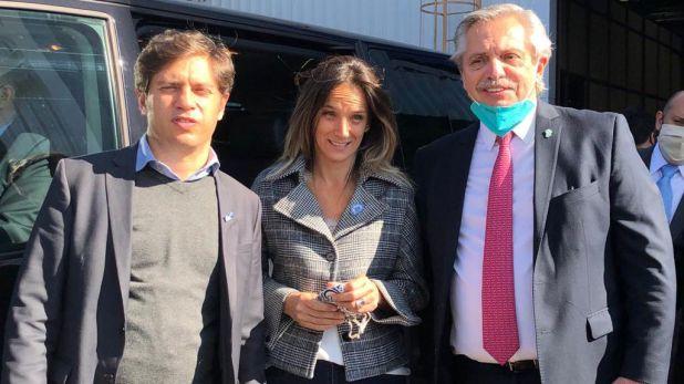 El Presidente, Malena Galmarini y Axel Kicillof, tras el acto en la planta de Volkswagen