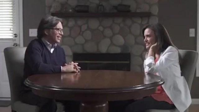 Un video ligó a Clara Luz con Keith Raniere (Foto: @LeonKrauze / Twitter - captura de pantalla)