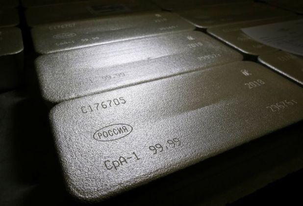 La plata retrocede después de haber tocado su máximo en 8 años