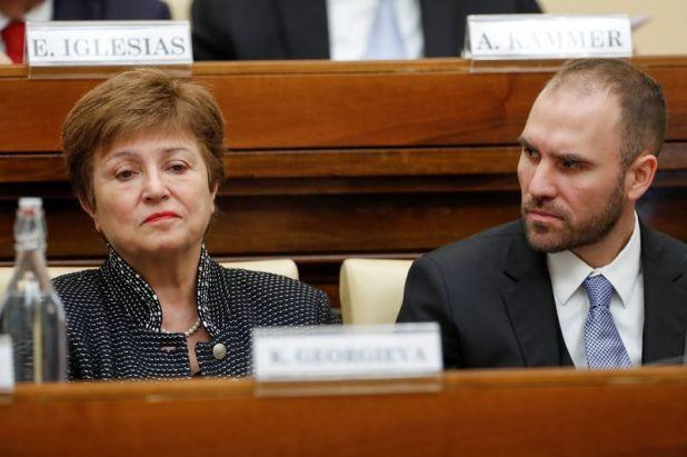 La directora gerente del FMI, Kristalina Georgieva, y el ministro de Economía de Argentina, Martín Guzmán, dialogaron en el Vaticano