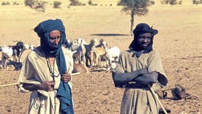 Foto de dos miembros de una comunidad tuareg en Mali en 1974