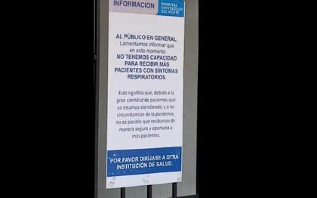 Con cartel, el Hospital Universidad del Norte, ubicado en Soledad, Atlántico, informa a los ciudadanos que no tiene capacidad para atender a más pacientes. Foto: Noticias BQ.