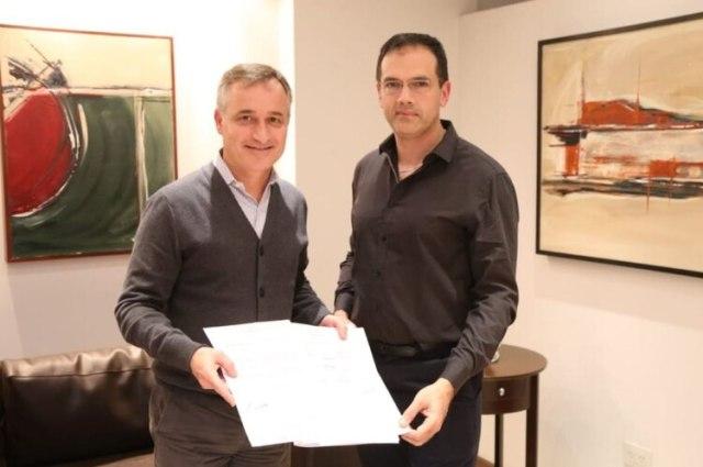 El diputado nacional David Schlereth le llevó a Leandro Rodríguez Lastra una carta de respaldo firmada por varios legisladores, en vísperas del comienzo del juicio