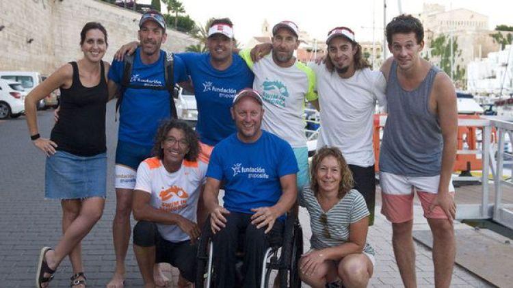 Martín junto con su equipo (EFE)
