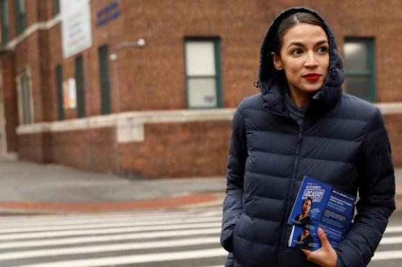 Alexandria Ocasio-Cortez durante un evento de campaña en Nueva York (REUTERS/Andrew Kelly)