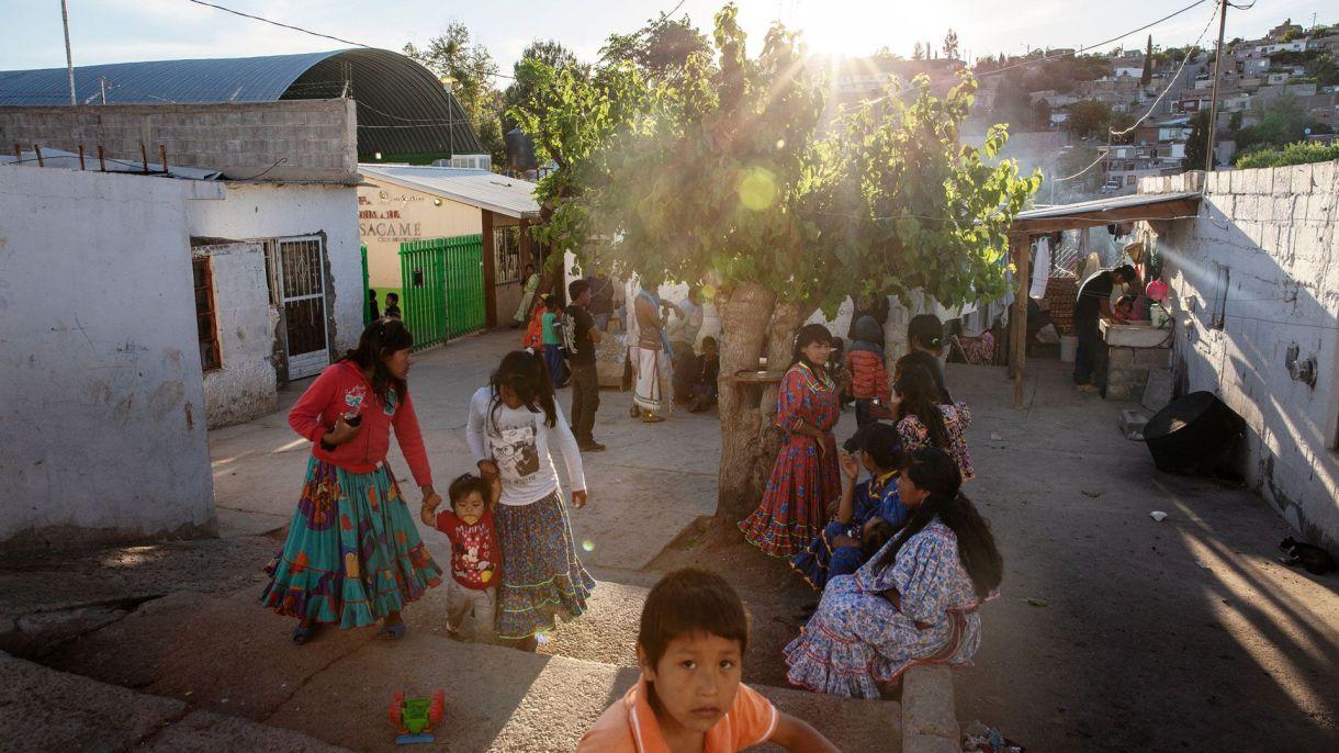 """Mujeres, hombres y niños """"de pies ligeros"""" (Foto: Cuartoscuro)"""