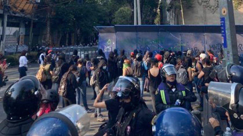 Las jóvenes exigen justicia por el feminicidio de Alexis (Foto: Twitter@EstefaniaVeloz)