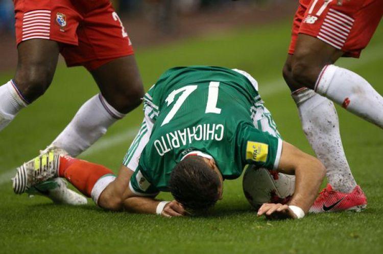 Javier Hernandez (Chicharito) durante el partido (REUTERS)