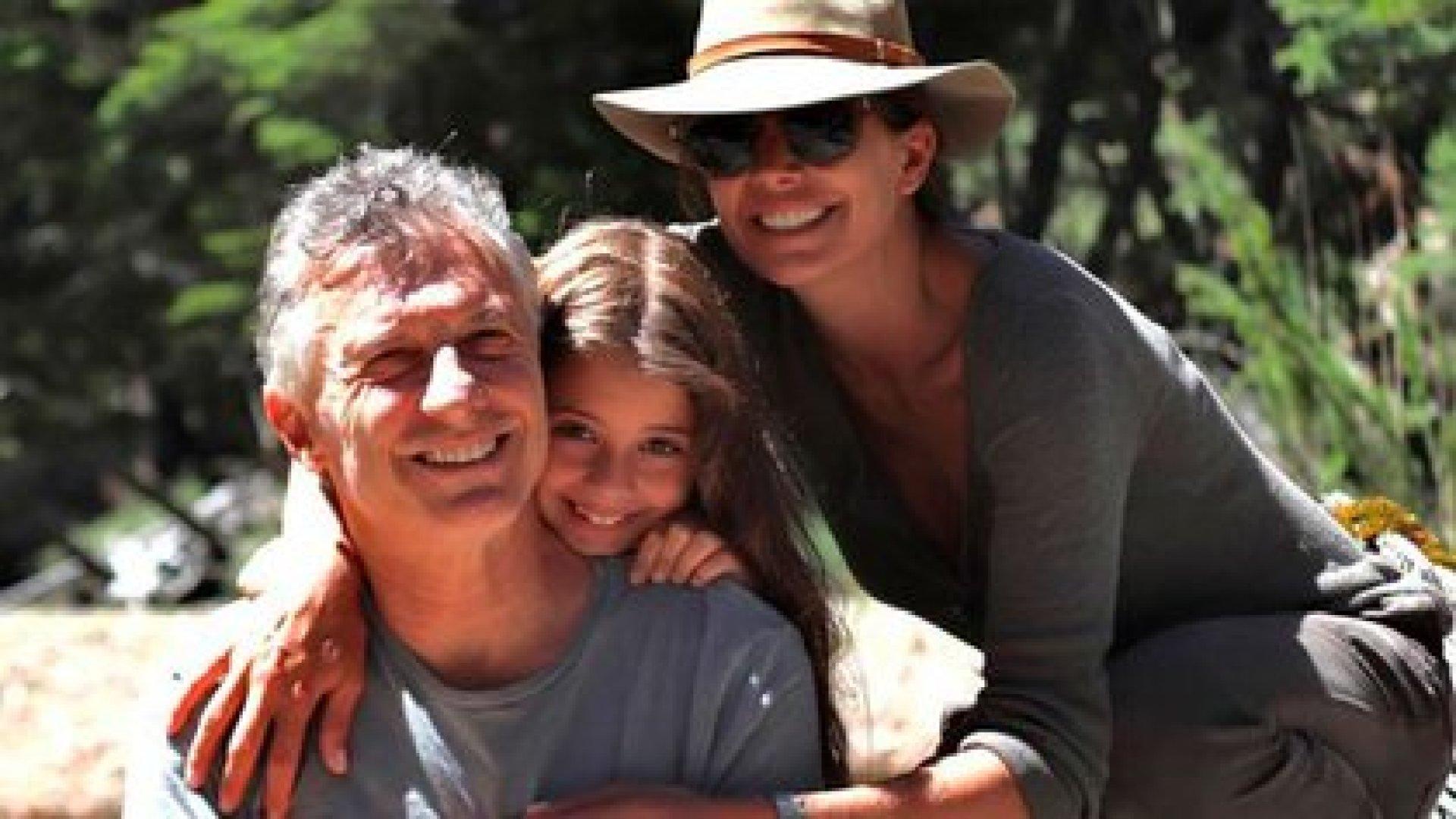 El ex presidente junto a su hija Antonia y su esposa Juliana Awada en los últimos días de vacaciones en el Sur