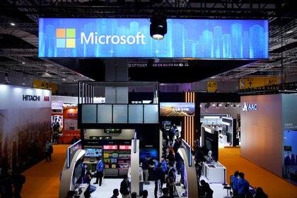 Una señal de Microsoft en una feria de tecnología en Shanghai, China. REUTERS/Aly Song