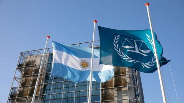 La bandera argentina flameó en el edificio de la CPI en La Haya en la visita del ministro a principios de este año (Foto: ICC / CPI)