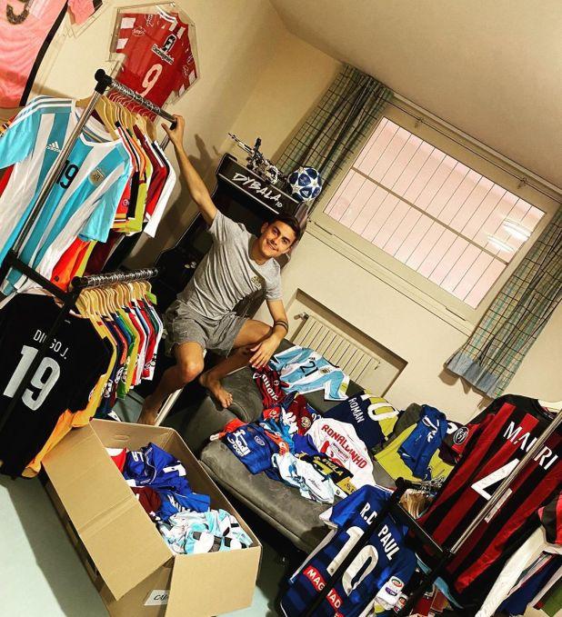 Dybala compartió su colección de camisetas