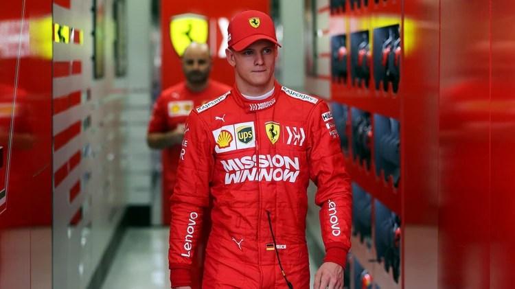 Mick Schumacher se desempeña como piloto de la Fórmula 2 y sigue los pasos de su padre (Reuters)