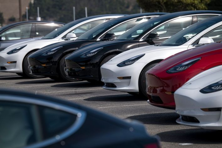 Vehículos Tesla en una automotriz en Colma, California (Foto: Bloomberg)