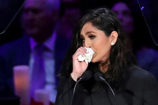 Vanessa Laine Bryant reacciona durante un homenaje público por su difunto esposo, Kobe Bryant, su hija Gianna y otras siete personas fallecidas en un accidente de helicóptero el 26 de enero, en el Staples Center en Los Ángeles, EEUU, Febrero 24, 2020. REUTERS/Lucy Nicholson