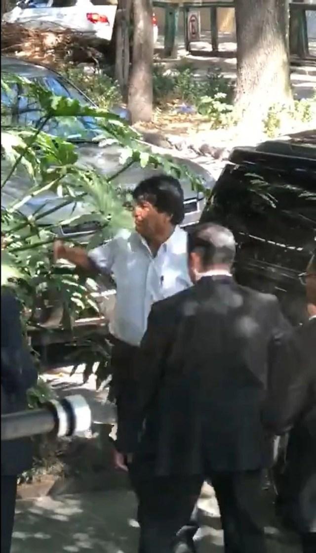 Evo Morales saliendo del lujoso restaurante Brick ubicado en la colonia Roma de la CDMX (Foto: Especial)