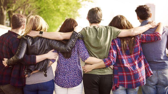 La amistad es una de las claves para ser feliz en la vida (Shutterstock)