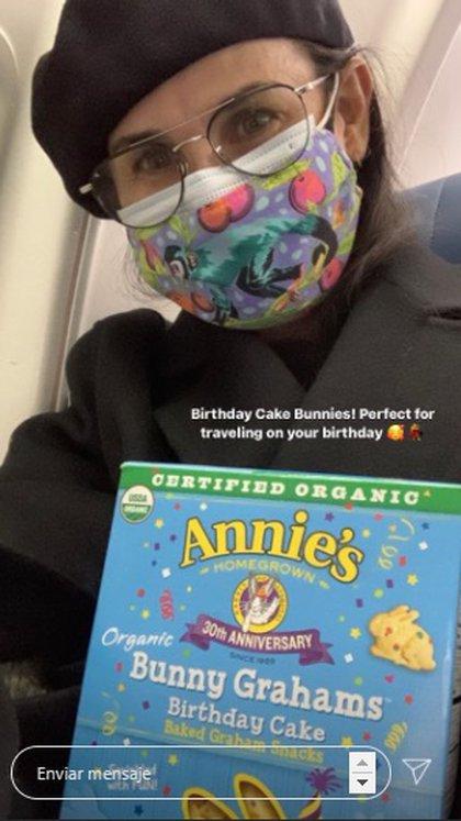 Además se dijo feliz de disfrutar sus bocadillos favoritos en su cumpleaños 58 y en el viaje de regreso a Los Ángeles. (Instagram de Demi Moore)