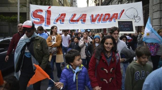 Familias con chicos marcharon por las calles de la Ciudad de Buenos Aires