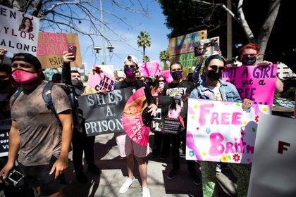 Los miembros de #FreeBritney creen que Britney Spears está prisionera y que envía señales cifradas a través de sus cuentas de redes sociales rogando que la liberen (Reuters)